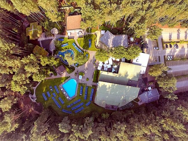 Zwembad van boven