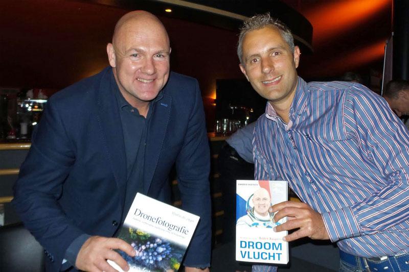André Kuipers blij verrast met boek Dronefotografie